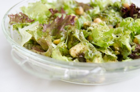 Green pesto salad with avocado, chickpeas and cucumber