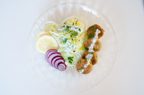 Salad with homemade falafel and yoghurt dressing